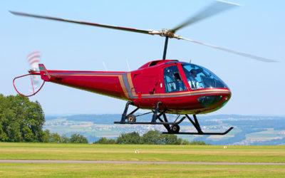 Papá lleva a hijo a la escuela en helicóptero